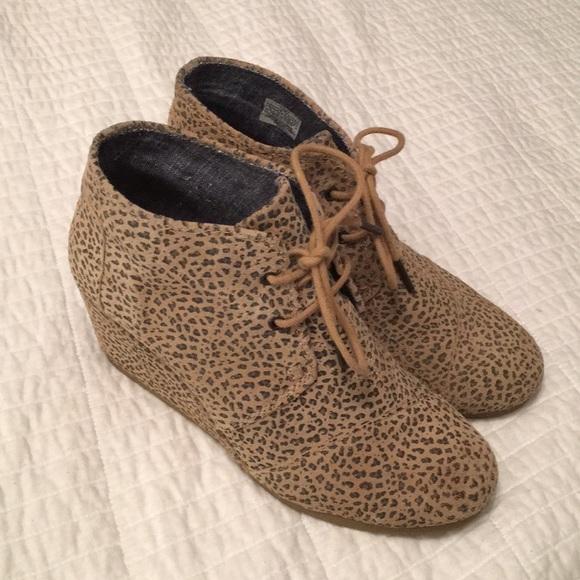 e97a02df1e7 Toms desert lace-up leopard wedges. M 5c2c275a7386bcee7602c65a